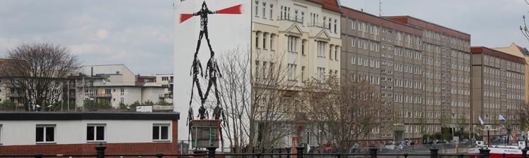 Plattenbauten an der Spree in Berlin-Mitte, Nähe U und S Bhf. Friedrichstraße
