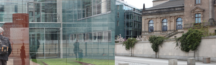 Ehemaliges Reichspraesidentenpalais und gläsernes Grundgesetz