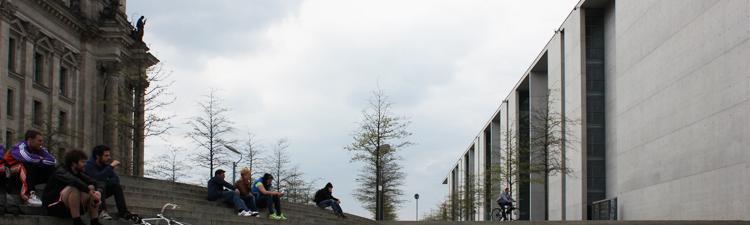 Treppenanlage zwischen Reichstag und Paul-Löbe-Haus an der Spree in Berlin-Mitte