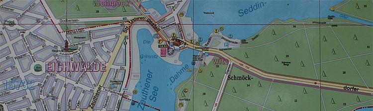 Kartenausschnitt mit der Endstation der Tram 68 in Alt Schmöckwitz und die Badestelle und der Spielplatz hinter der Brücke an der Wernsodrfer Straße