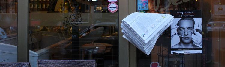 Zeitungen am Café Berio