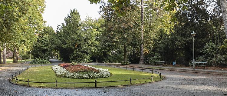 Stadtpark Steglitz, Zugang von der Albrechtstraße
