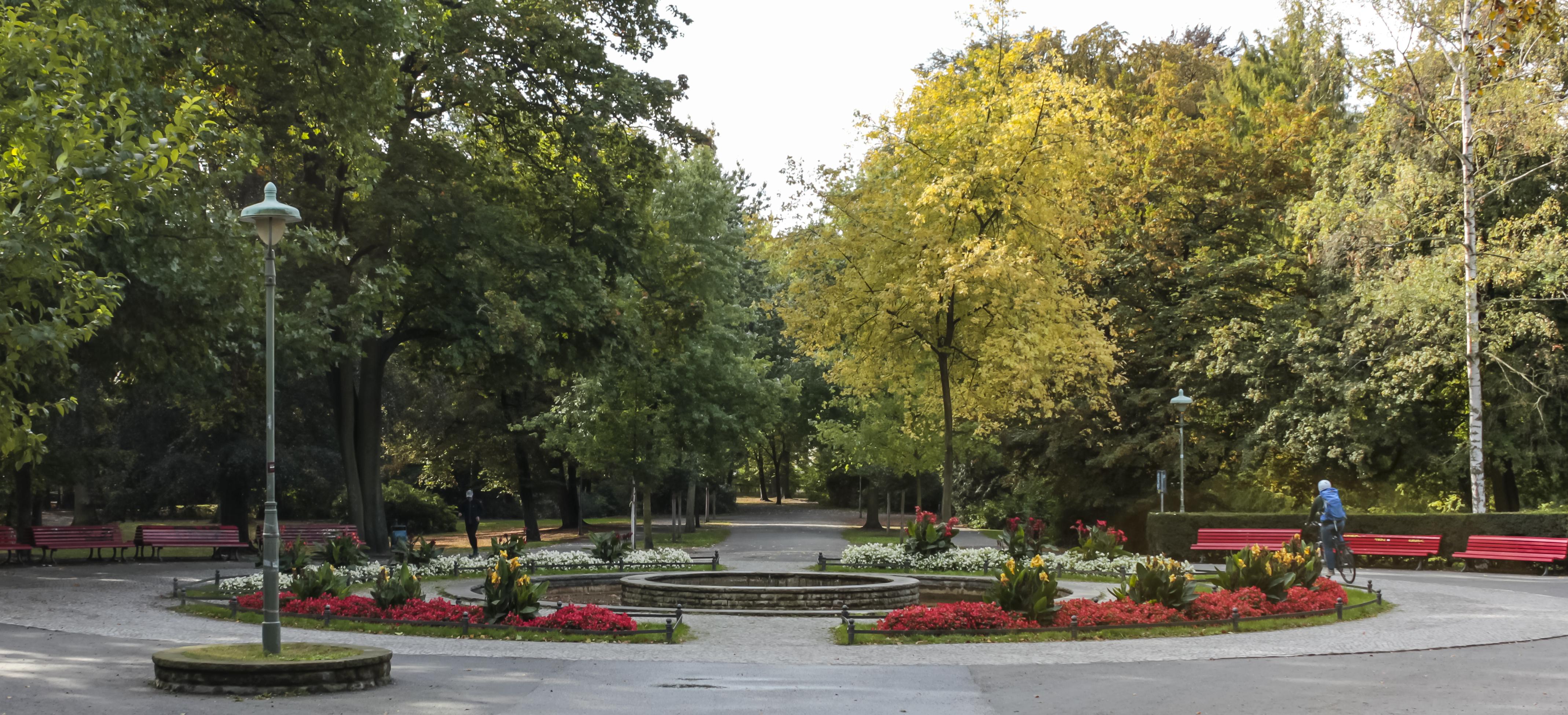 Springbrunnen im Zentrum des Stadtparks Steglitz von Walter Schmidt 1957
